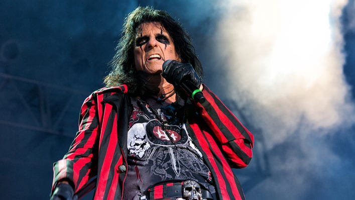 """There Was Never More of a Rebel Than Jesus Christ"": Alice Cooper on Being Saved from Addiction and Rocking for Jesus"